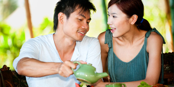 Couple on a date who met via Asian dating sites
