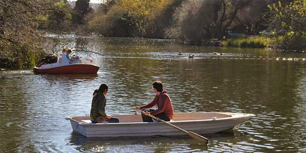 Dating in San Francisco: boating on Stow Lake