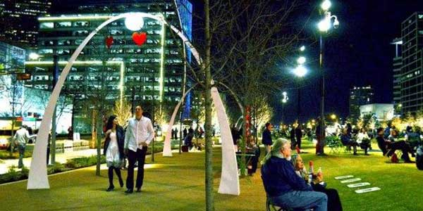 dating in Dallas at Klyde Warren Park