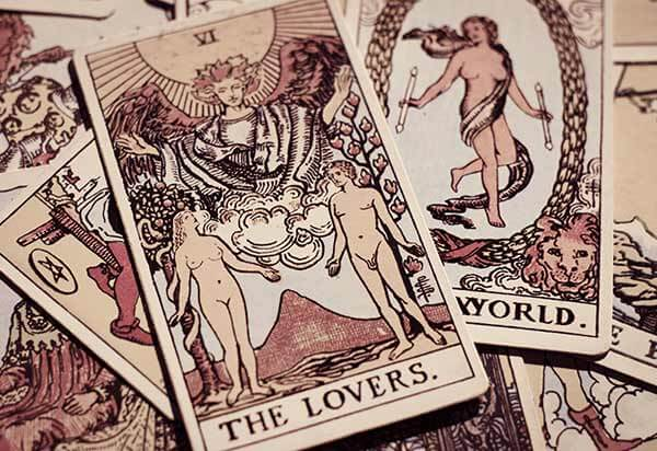 Tarot cards for relationship prediction reading