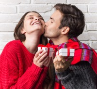 Does Meeting Online Mix With Christmas Dating?