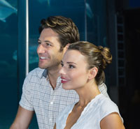 Second date ideas: couple at aquarium