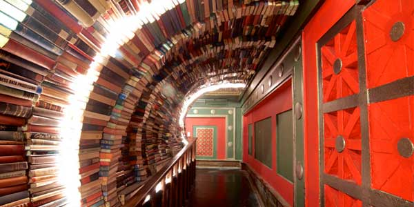 Awesome dating spot in LA – The Last Bookstore