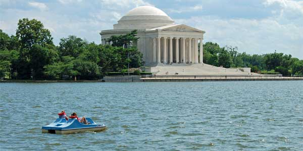 Dating in DC on a paddleboat at the Tidal Basin