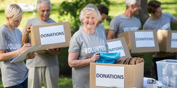 Single seniors in Texas volunteering