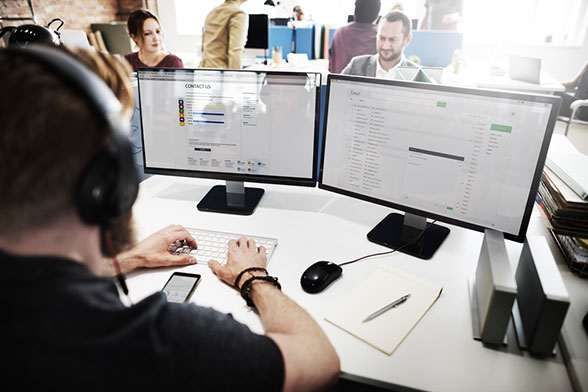 Call center software offers companies a variety of benefits including lower costs, more flexibility, and higher productivity.
