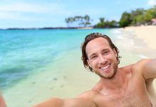 Best gay dating sites for Aussies - hot guy on beach